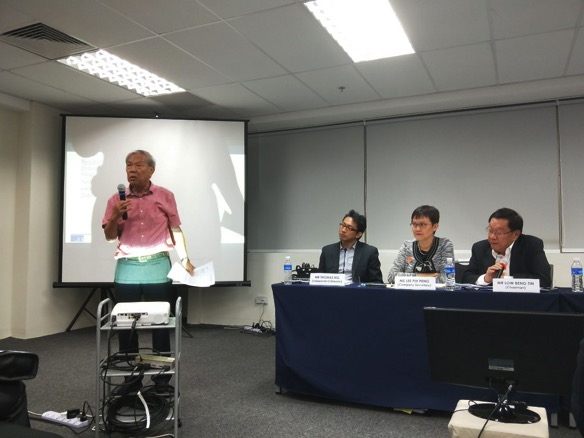 Caption: Minority shareholder Chew Ah Kong urges shareholders to vote against the proposed 1-cent per share dividend.