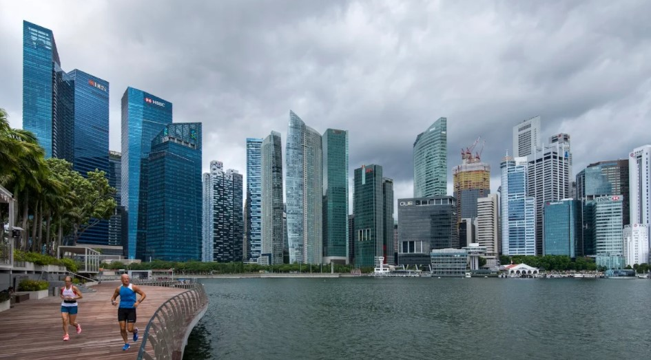 Hongkong Land's NAV needs to rise for further price  gains; banks could rebound