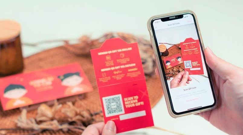 DBS to offer free delivery of QR gift cards this CNY - THE EDGE SINGAPORE