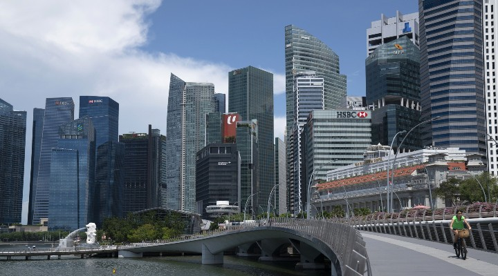 Singapore's bank lending slowed for the sixth month in August - THE EDGE SINGAPORE