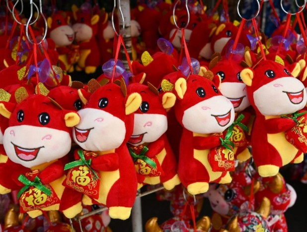 Banks to open slots online for reservation of new notes for CNY; MAS encourages use of e-hong baos to reduce queues for physical notes - THE EDGE SINGAPORE