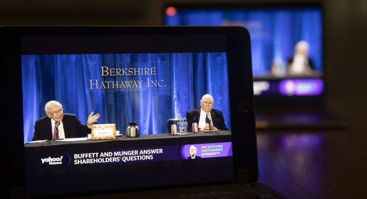 Buffett's meeting of many mea culpas: From Apple to health care - THE EDGE SINGAPORE