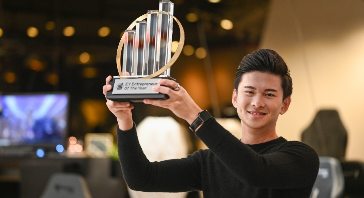 Secretlab's Ian Ang named EY Entrepreneur of the Year 2020 Singapore  - THE EDGE SINGAPORE