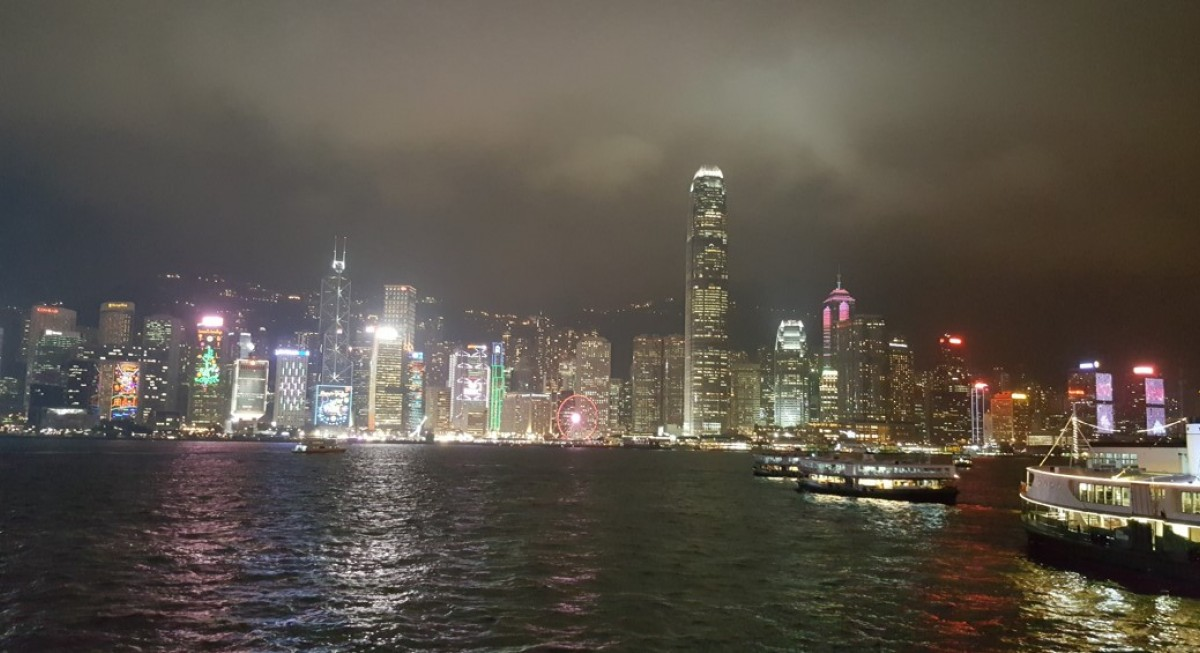 Different paths for Singapore, Hong Kong market indices as STI stays resilient  - THE EDGE SINGAPORE