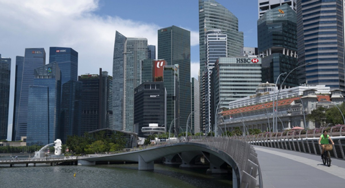 Analysts remain 'overweight' on Singapore banking sector after record 1Q, OCBC and DBS top picks - THE EDGE SINGAPORE