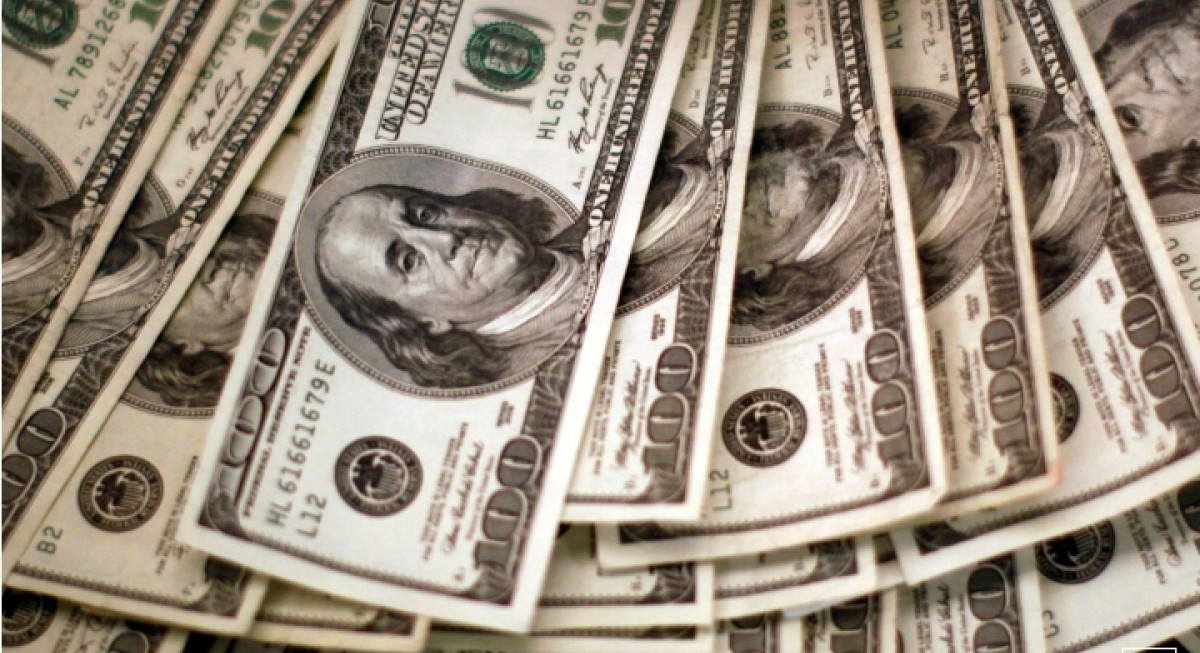 US dollar struggles to stem decline, but gold performs well as investors fret over US job recovery