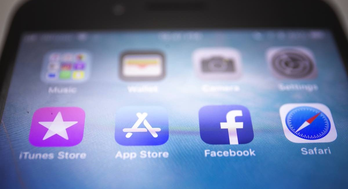 Why Apple and Facebook are feuding over privacy  - THE EDGE SINGAPORE